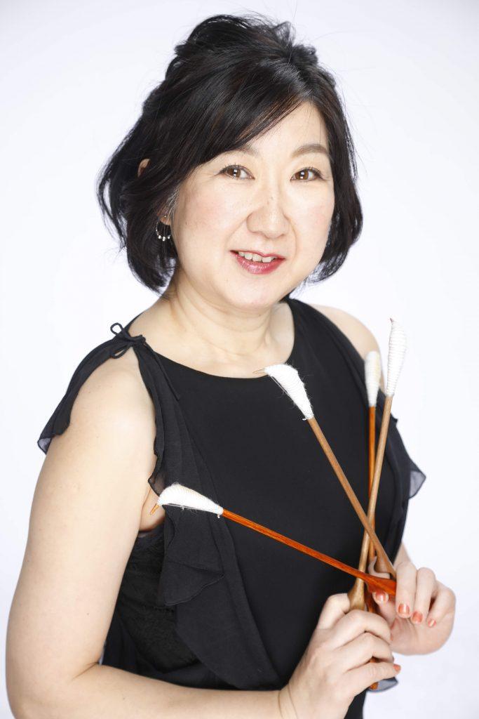 崎村潤子(マリンバ・ピアノ・ツィンバロン)